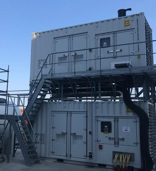 Dwa spośród 10 generatorów centrum danych SBG3